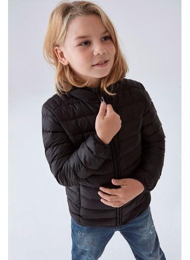 Guess Erkek Çocuk Siyah Mont Siyah